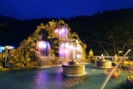 露天溫泉主題園區夜景
