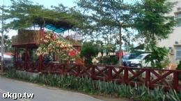 民宿花園和停車場