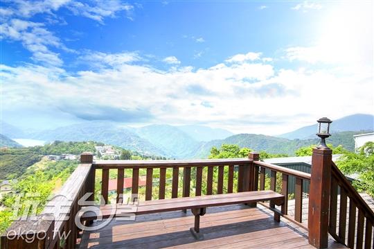 景觀平台-此處景觀優美,遠眺環山遠景,美不勝收,賞景觀雲海喝好茶,享受RV休閒渡假好時光。
