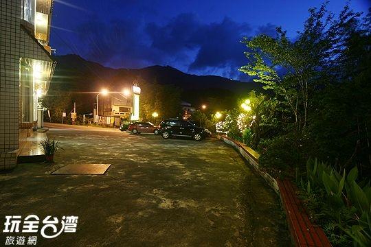 溪之頭渡假山莊提供遊客專屬停車場