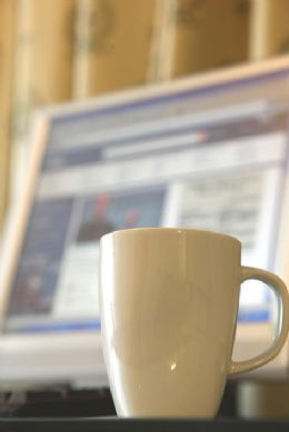 您即使沒帶電腦,在本飯店的商務套房裡您仍然可以獲得您想要的資訊