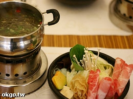 茶與鍋火鍋專賣
