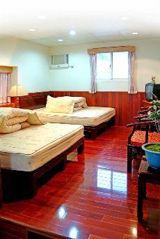 C棟四人紅木雙床套房