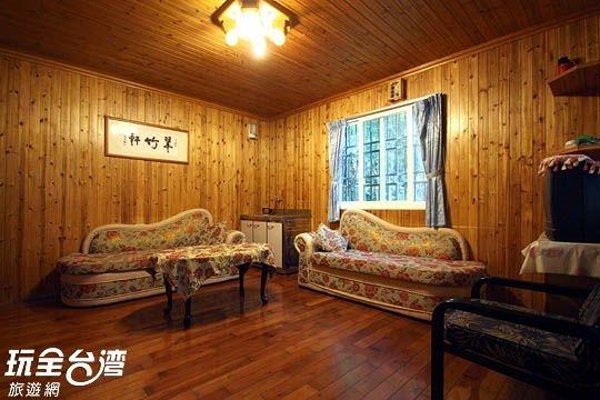 原木裝潢的客房