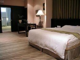 超大空間的VIP雙人套房是為了尊貴的您特別打造的,落地觀景窗、個人商務辦公桌、無線寬頻、加上高級寢具組,讓您不論洽商或出遊都能享有最舒適悠閒的環境。
