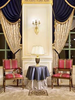 大廳古董桌椅擺飾