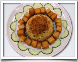 招牌鳳梨炒飯與蘿蔔糕。在地的好味道,酸甜的鳳梨加上傳統炒飯的新風味!香噴噴的蘿蔔糕外酥內軟保證讓您一口接一口!
