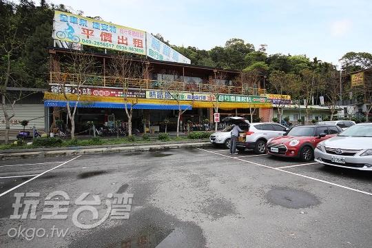 遊客中心停車場旁