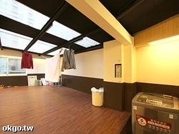 洗衣機與曬衣場(皆位於二樓)