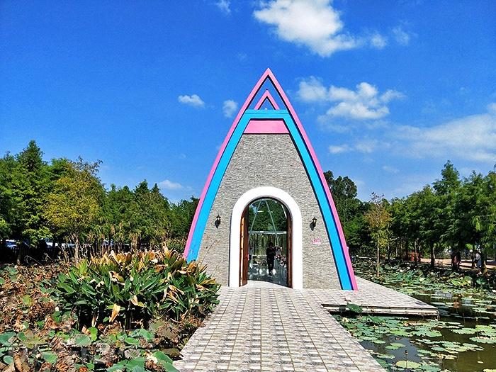 珍粉紅城堡水漾森林教堂